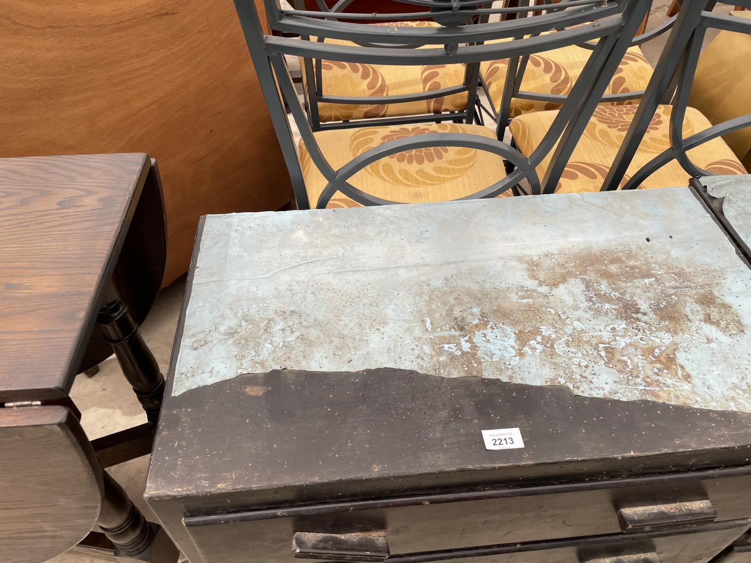 A PAIR OF PAINTED THREE DRAWER CHESTS - Image 2 of 4