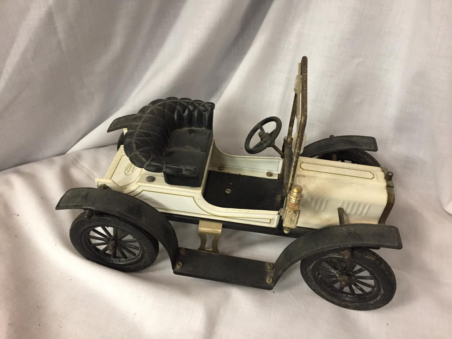 A VINTAGE TOY MOTOR VEHICLE - Image 2 of 3