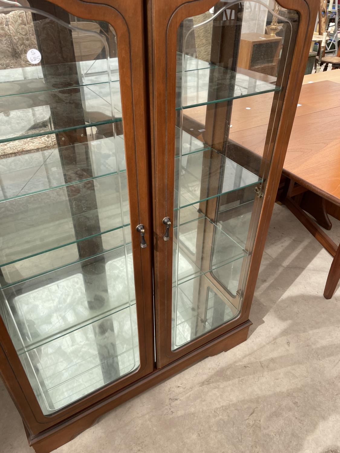 """A MODERN TWO DOOR DISPLAY CABINET, 32"""" WIDE - Image 4 of 4"""