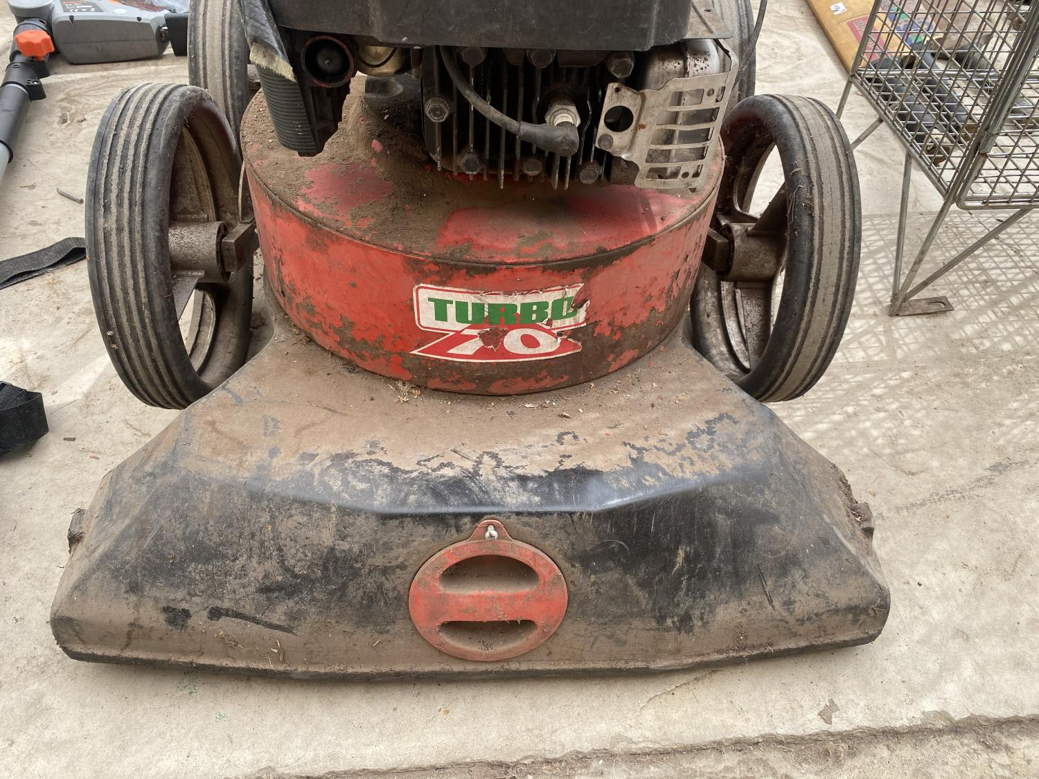 AN IBEA GARDEN HOOVER WITH TURBO 70 PETROL ENIGINE - Image 2 of 5