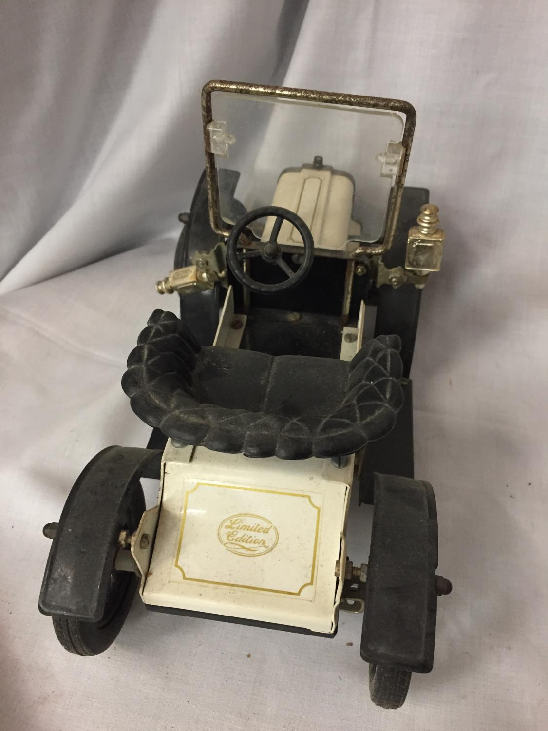A VINTAGE TOY MOTOR VEHICLE - Image 3 of 3