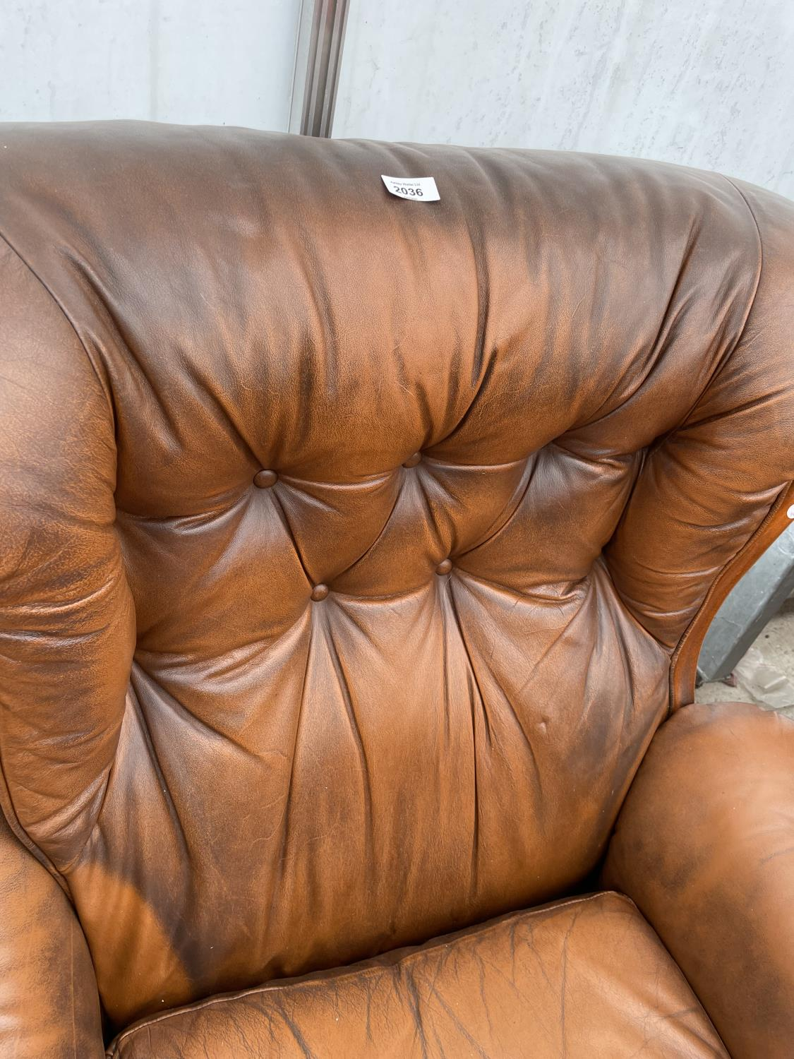 A TWO SEATER SETTEE AND EASY CHAIR BY WORLD OF LEATHER - Image 4 of 7