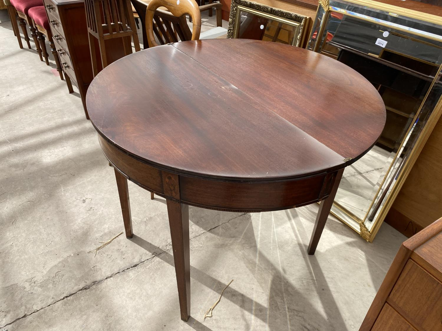 """A GEORGE III MAHOGANY AND INLAID FOLD-OVER TEA TABLE, 35"""" DIAMETER OPENED - Image 5 of 5"""