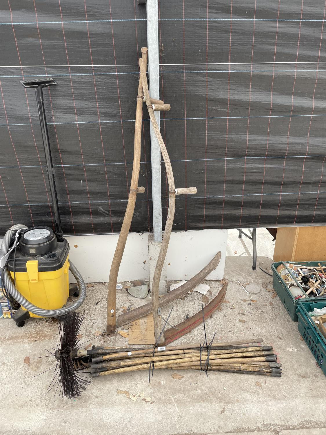 A PAIR OF SYTHES AND A COLLECTION OF DRAINING RODS - Image 2 of 6