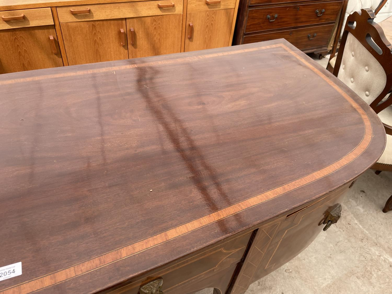"""A 19TH CENTURY MAHOGANY BOWFRONTED SIDEBOARD ON TAPERED LEGS, WITH SPADE FEET, 78"""" - Image 3 of 10"""