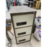 A METAL THREE DRAWER FILING CABINET WITH KEY