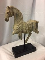 A WOODEN MODEL OF A CAROUSEL STYLE HORSE ON WOODEN PLINTH, H-46CM