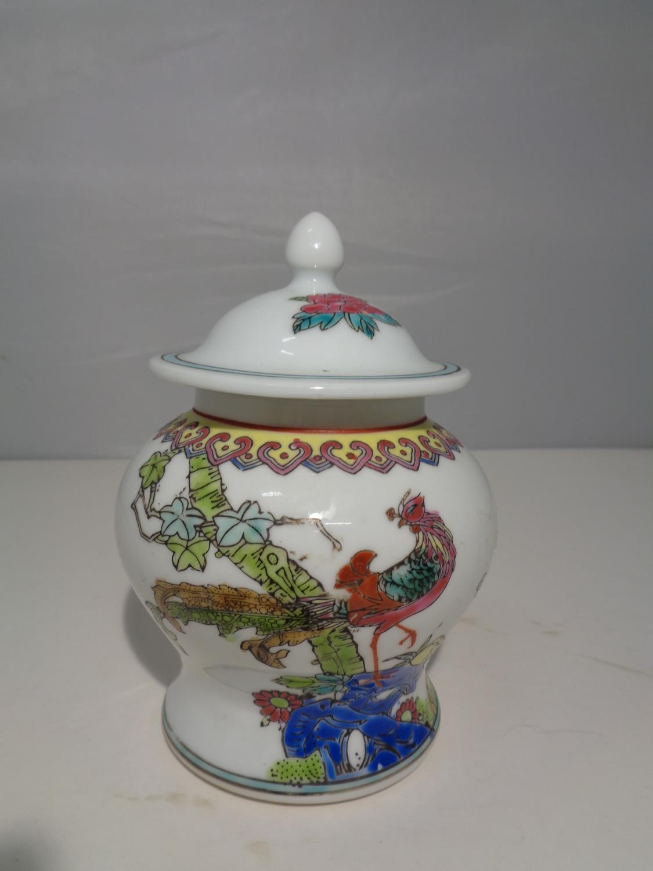 AN ORIENTAL GINGER JAR - Image 3 of 8