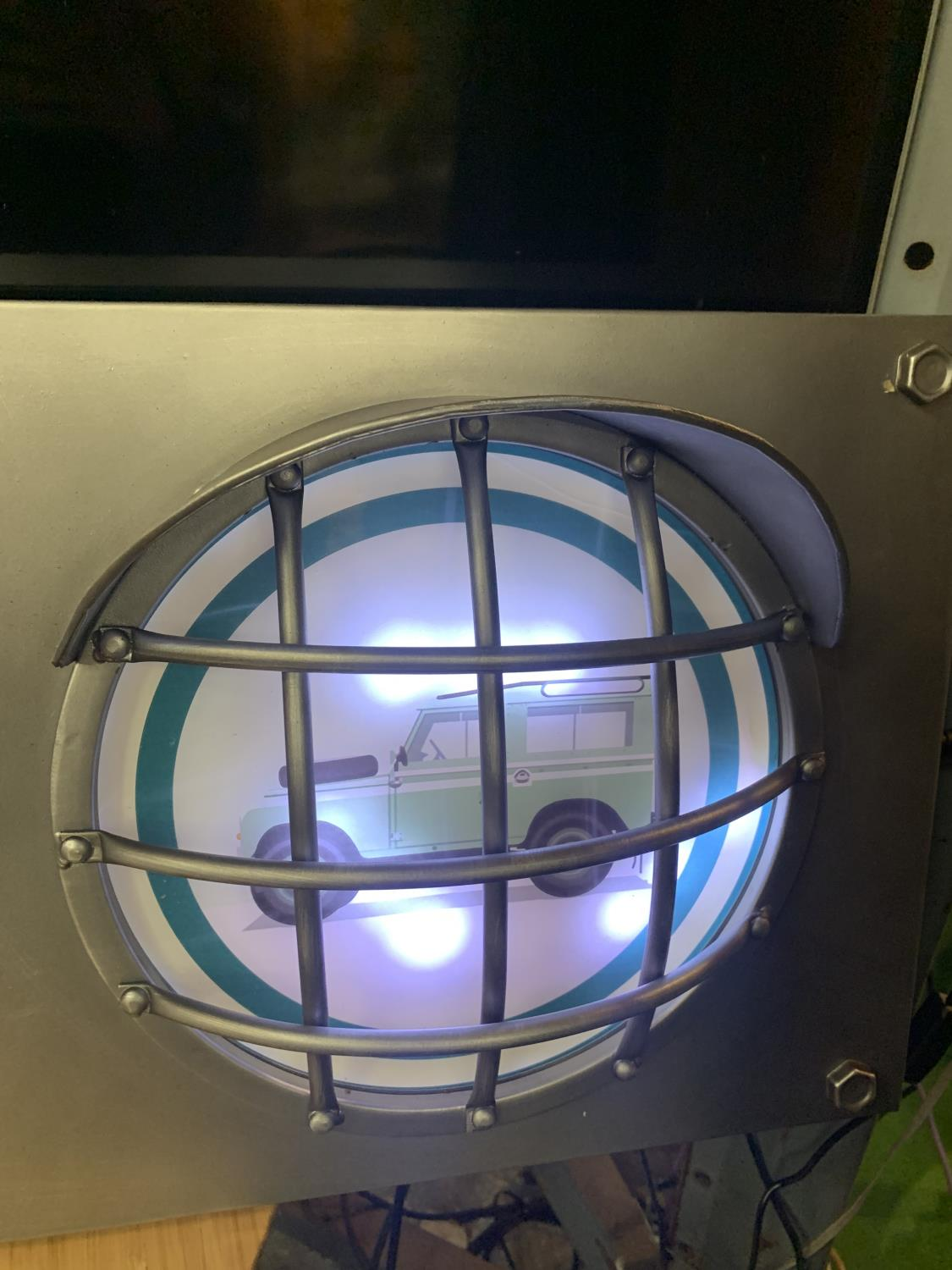A LARGE LAND ROVER ILLUMINATED TRAFFIC LIGHT STYLE SIGN WITH HEADLIGHT DESIGN - Image 4 of 5