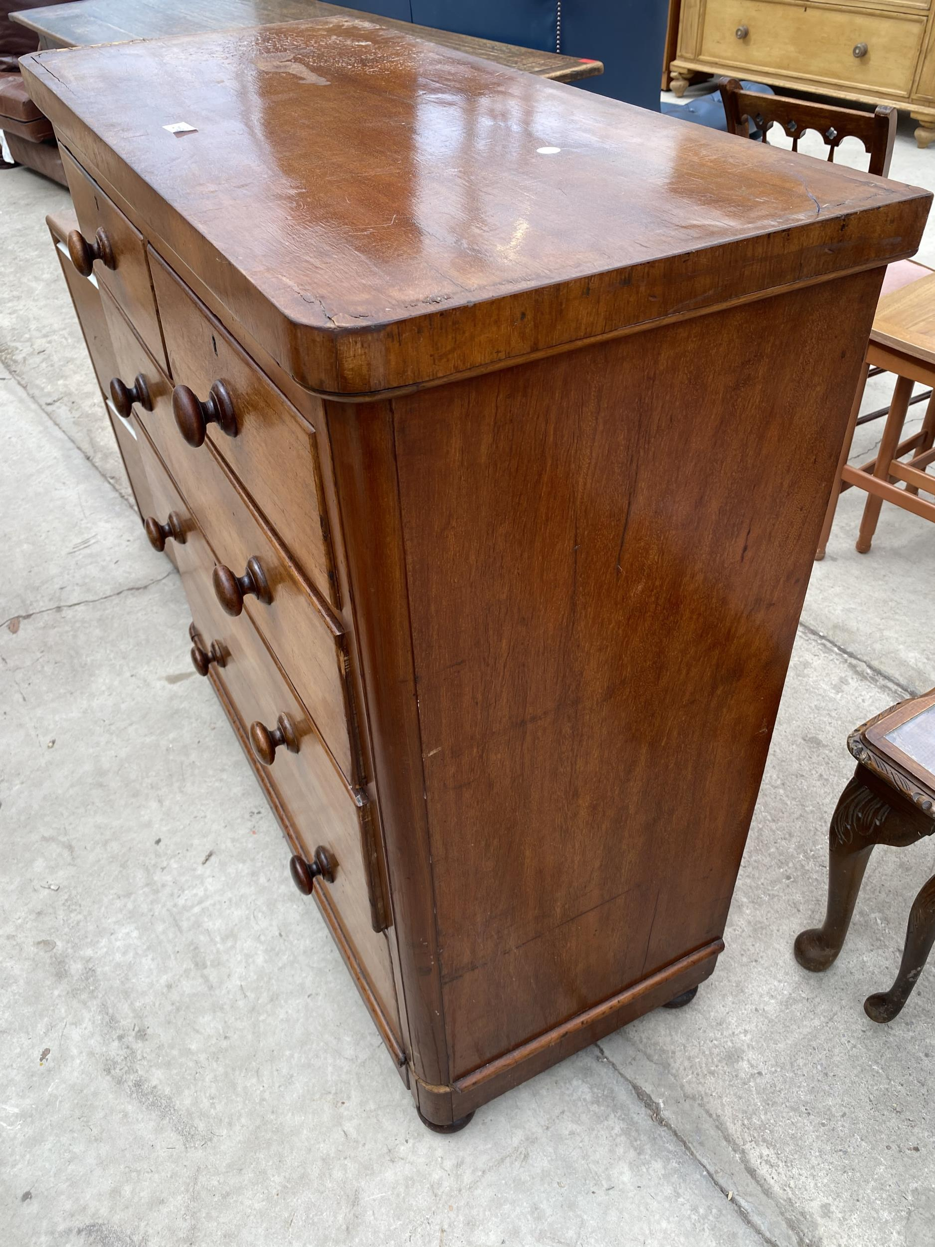 """A VICTORIAN MAHOGANY CHEST OF TWO SHORT AND THREE LONG DRAWERS 40.5"""" WIDE - Image 3 of 3"""