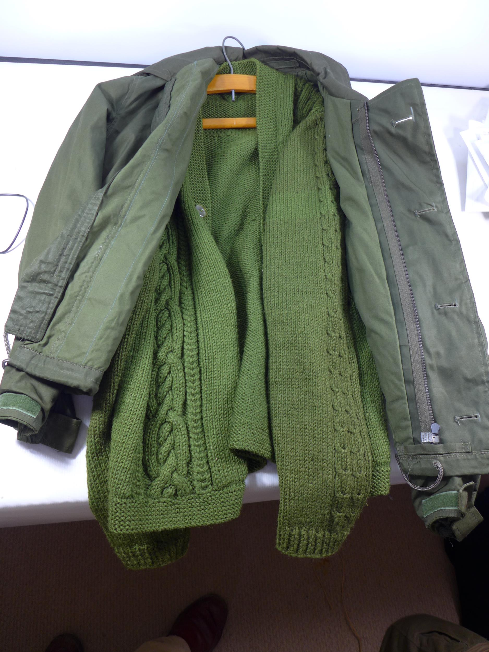A CAMOUFLAGE SMOCK COMBAT UNIFORM, SIZE S COMPRISING OF A COAT AND TROUSERS, HAT ETC ALSO A - Image 4 of 4