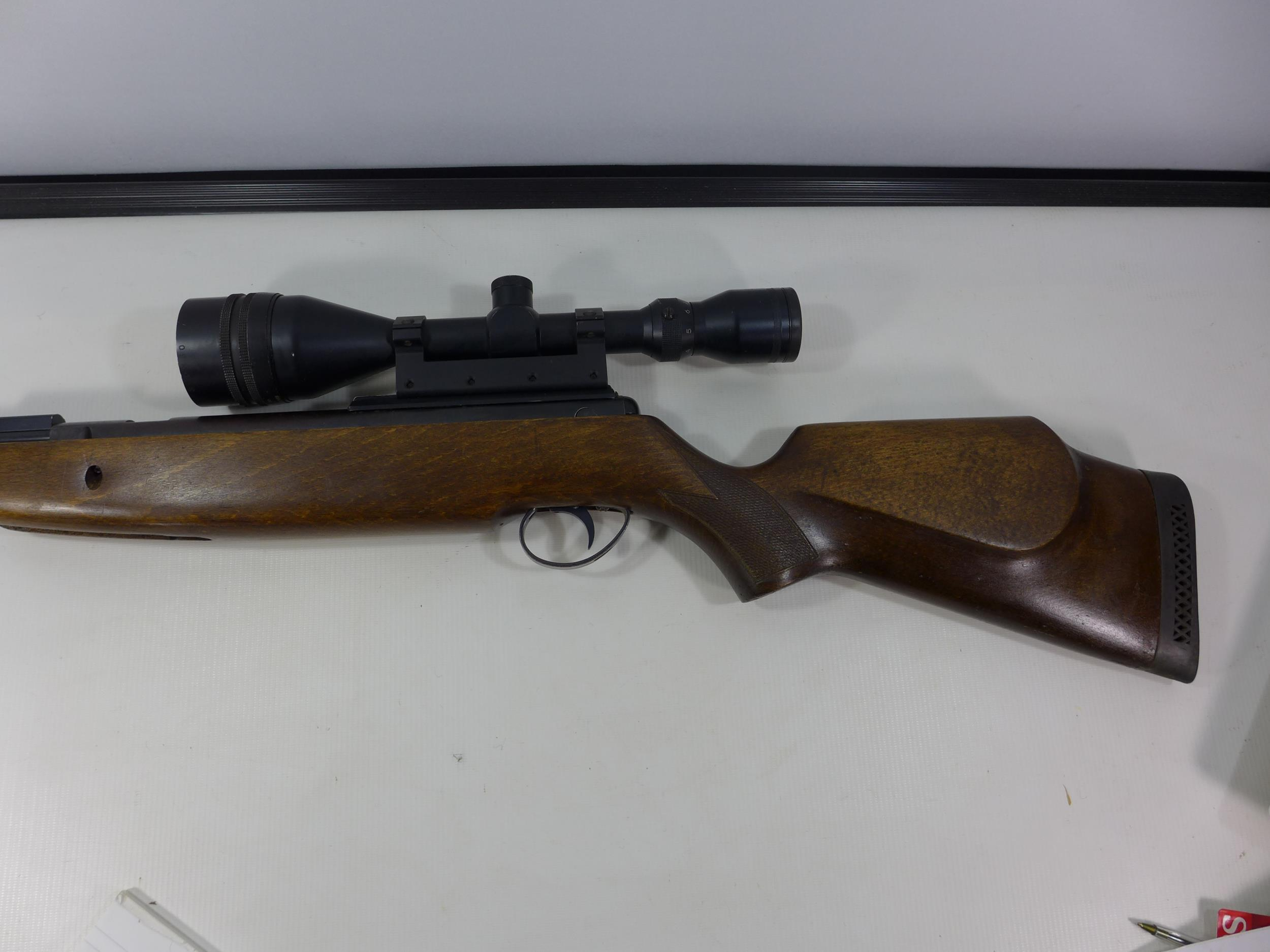 A .22 CALIBRE UNDERLEVER AIR RIFLE WITH SILENCER, LENGTH 47CM, WITH TASCO 9X50 TELESCOPIC SIGHTS - Image 4 of 7