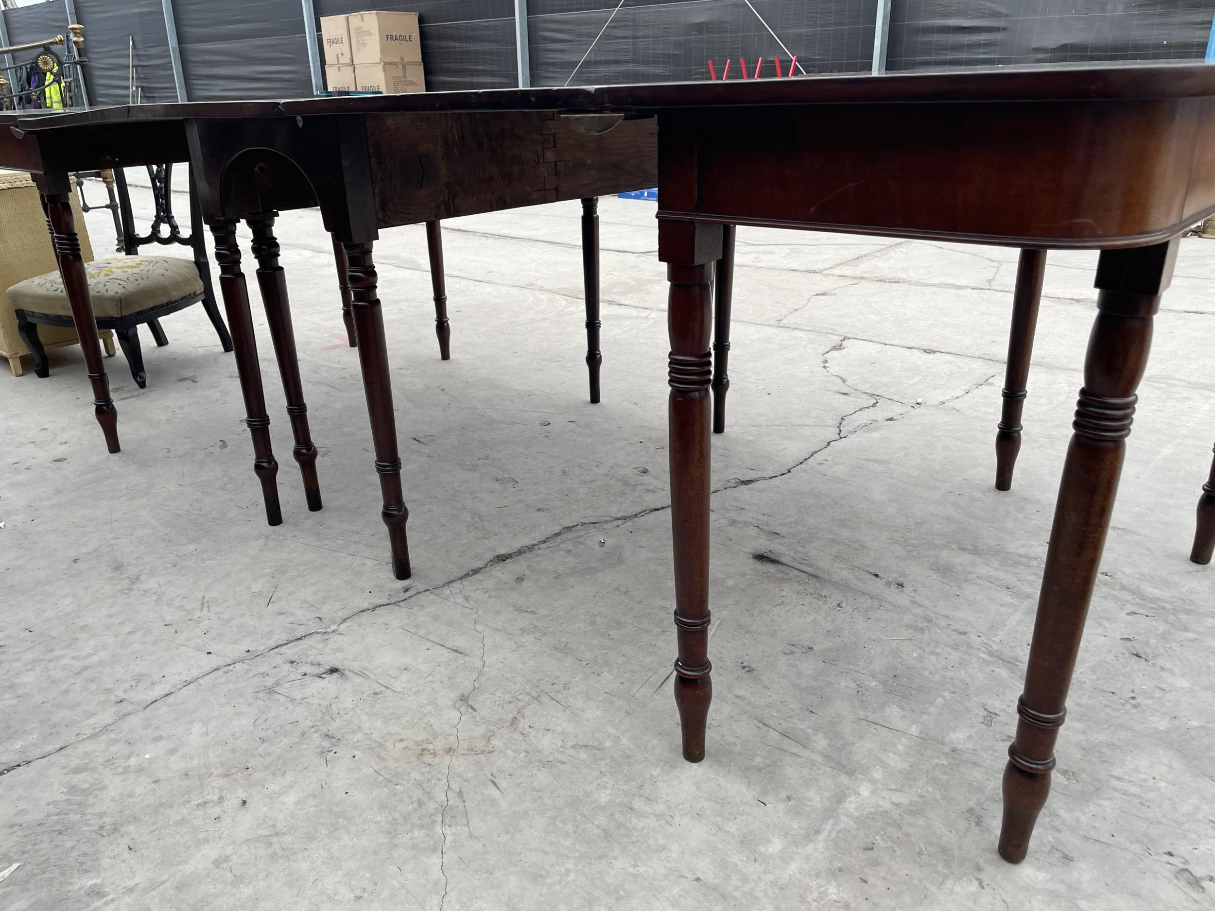 """A 19TH CENTURY MAHOGANY D-END DINING TABLE ON TURNED LEGS 101"""" X 44"""" FULLY EXTENDED - Image 2 of 3"""