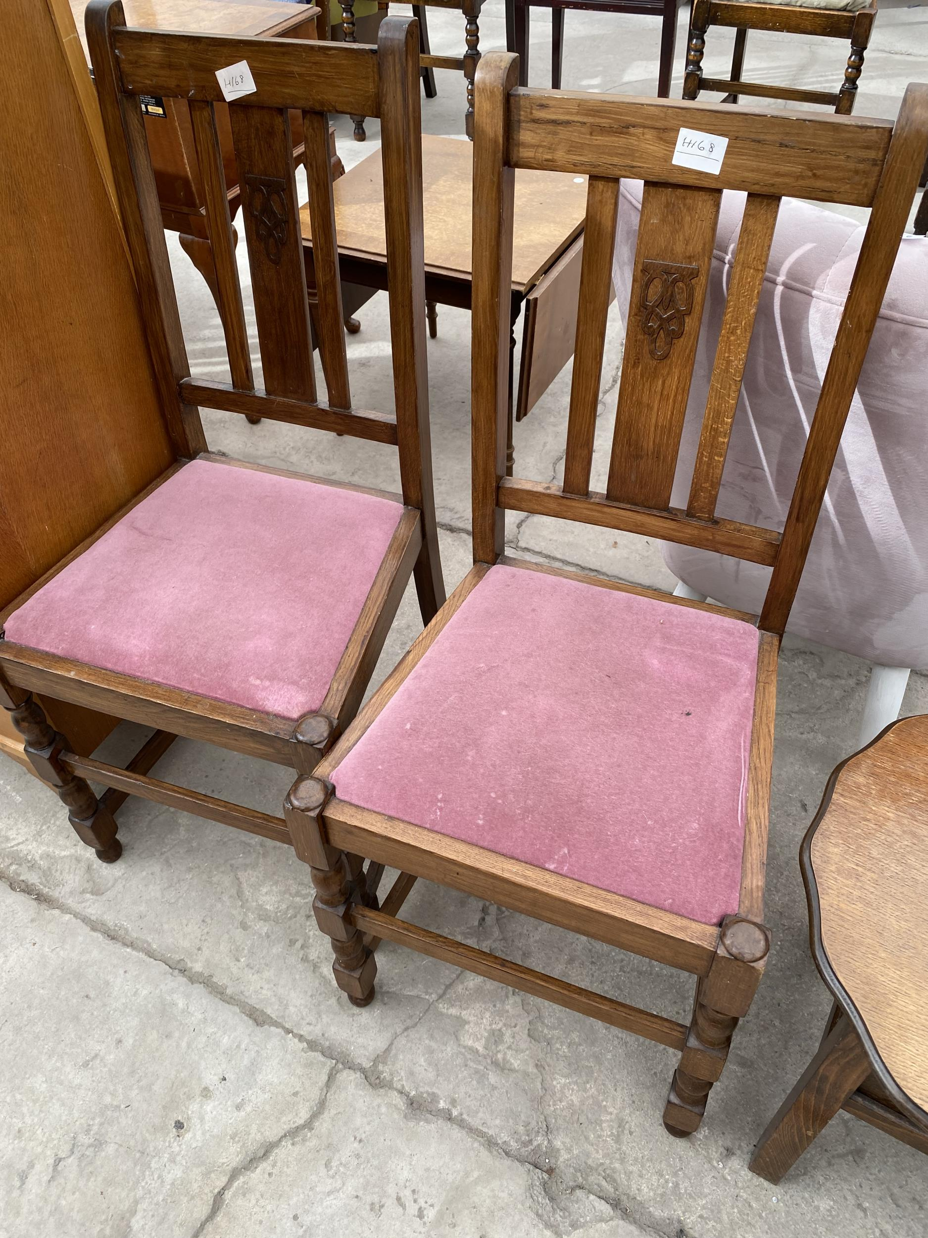 """A MID 20TH CENTURY LIGHT OAK CHEST OF SIX DRAWERS 30"""" WIDE AND A PAIR OF OAK DINING CHAIRS - Image 3 of 3"""