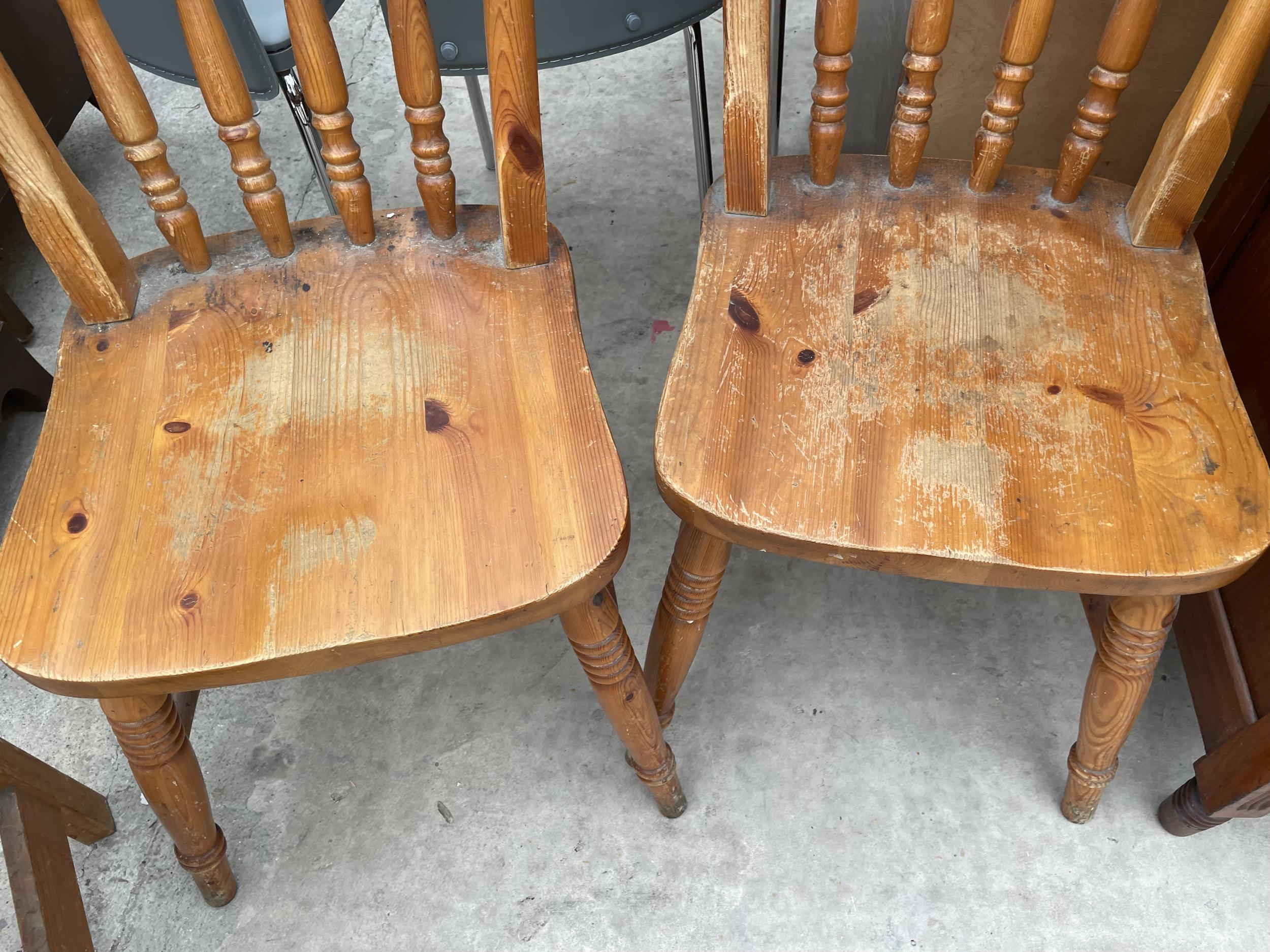 A PAIR OF PINE VICTORIAN STYLE KITCHEN CHAIRS AND SINGLE DITTO - Image 3 of 4