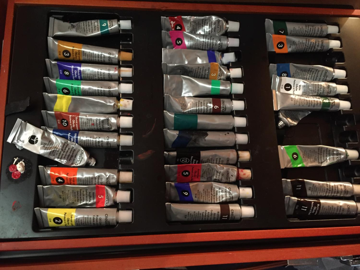 TWO CASES OF ART SUPPLIES TO INCLUDE FELT TIPS, PENCILS, OIL PAINTS ETC - Image 9 of 12