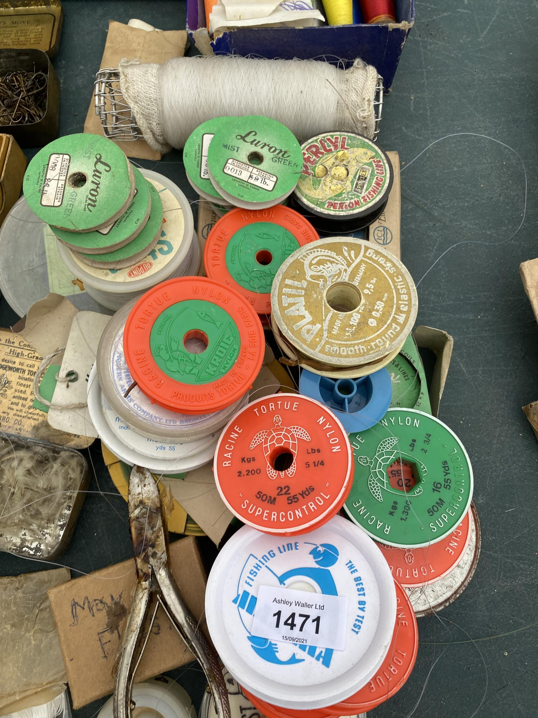 AN ASSORTMENT OF FISHING TACKLE TO INCLUDE HOOKS, LINE AND BOBBINS ETC - Image 3 of 3