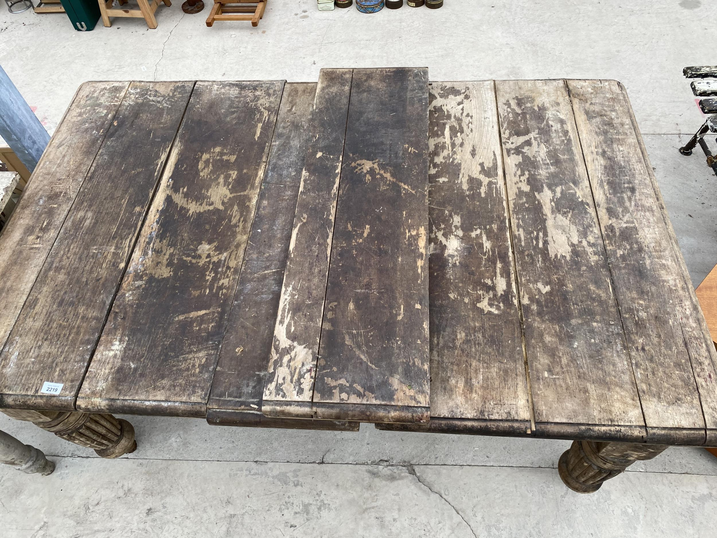 A VICTORIAN SCRUB-TOP WIND OUT DINING TABLE ON TURNED AND FLUTED LEGS - Image 3 of 4
