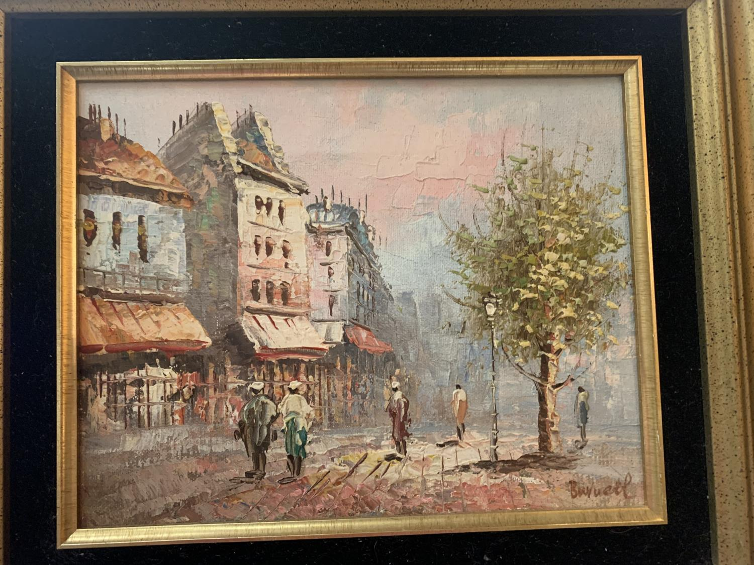 A GILT FRAMED MID /LATE 20TH CENTURY OIL ON CANVAS OF A PARISIAN SCENE WITH INDISTINCT SIGNATURE - Image 2 of 3