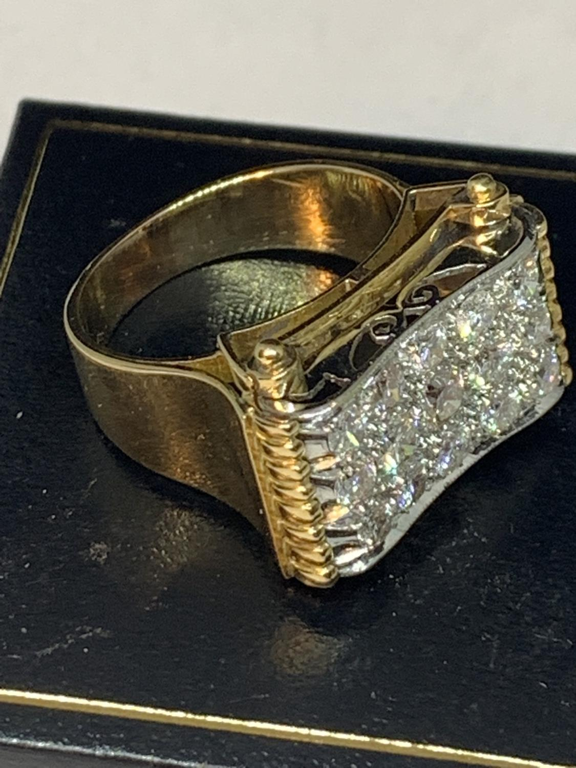 A HEAVY 18 CARAT GOLD RING WITH FIFTEEN DIAMONDS SET IN A RECTANGLE OF DIAMOND CHIPS GROSS WEIGHT 13 - Image 7 of 10