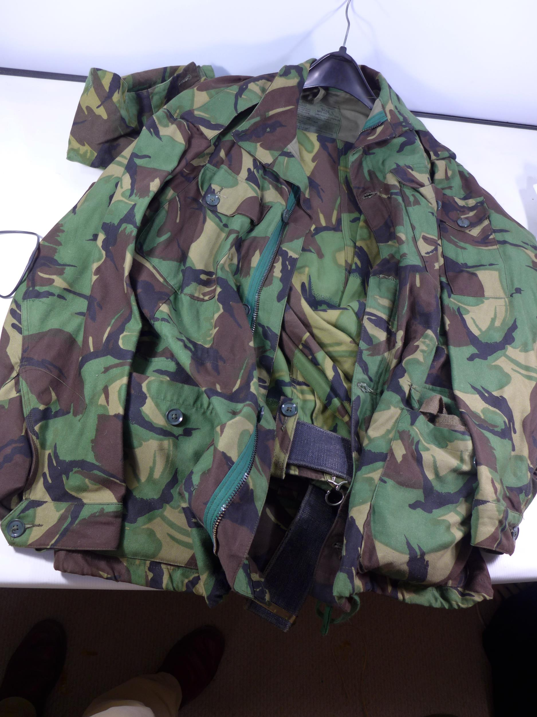 A CAMOUFLAGE SMOCK COMBAT UNIFORM, SIZE S COMPRISING OF A COAT AND TROUSERS, HAT ETC ALSO A