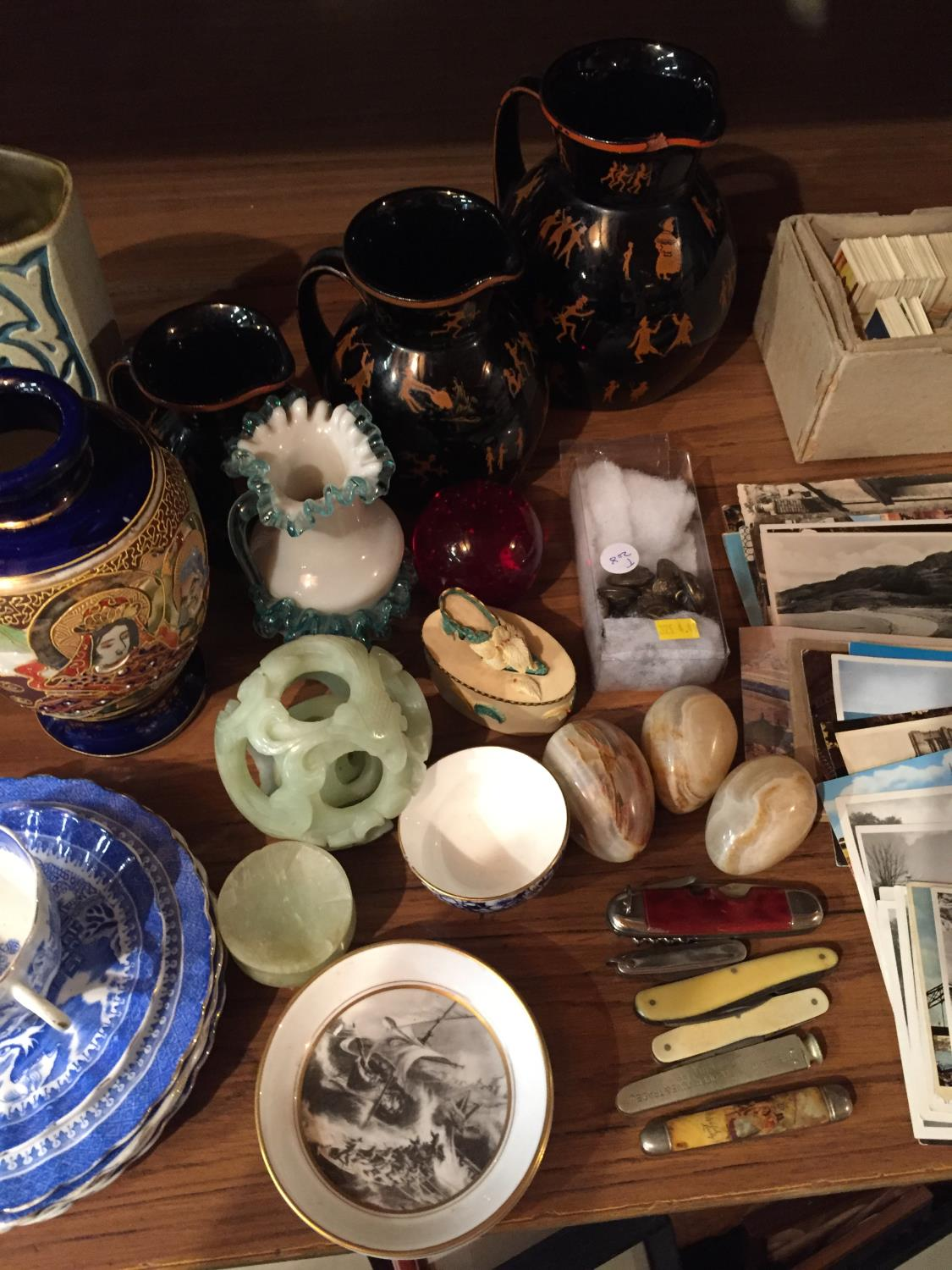 A COLLECTION OF CERAMICS TO INCLUDE BESWICK, WORCESTER PIN TRAYS CIGARETTE CARDS, POSTCARDS ETC - Image 5 of 10