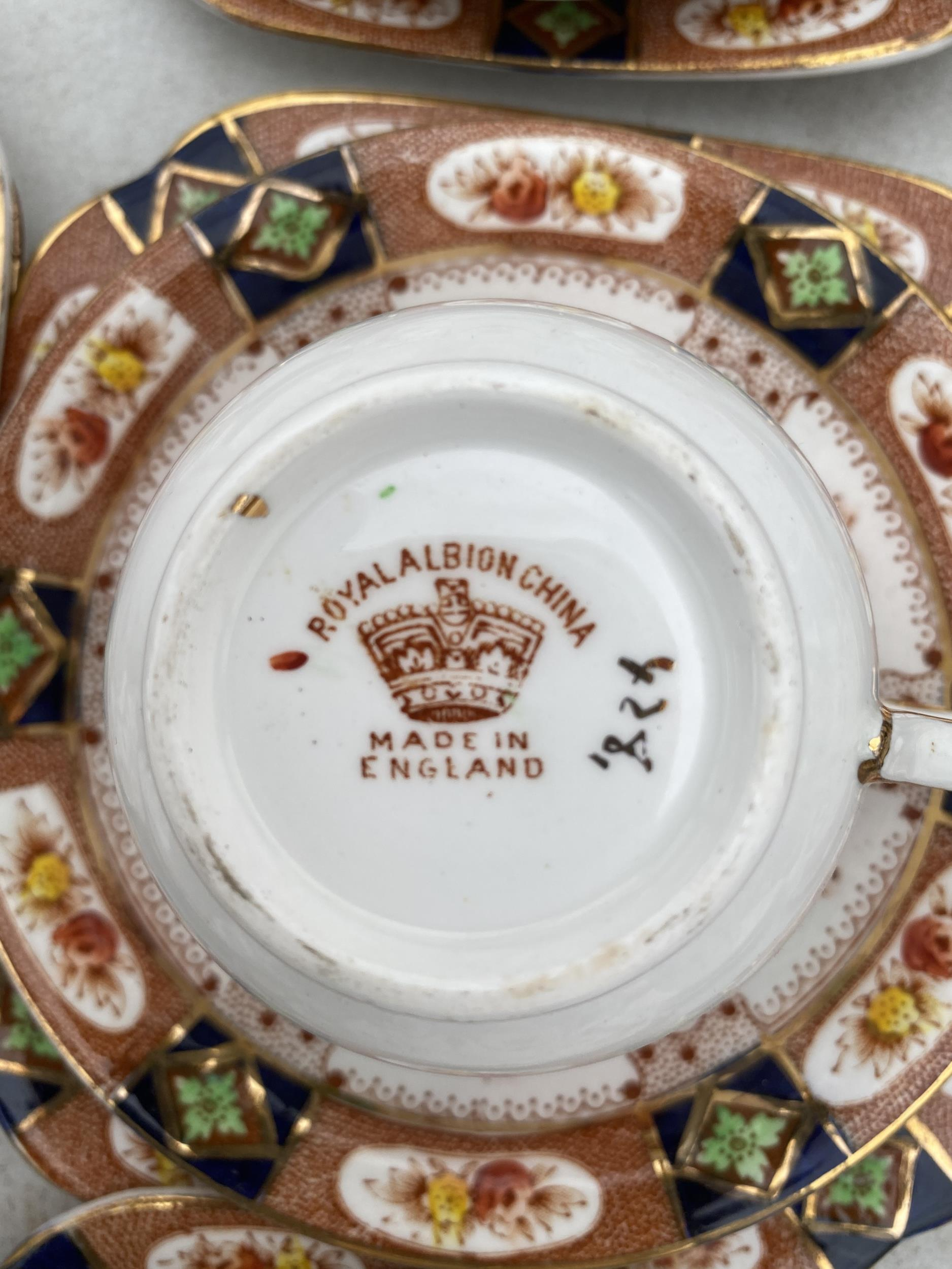 AN ASSORTMENT OF CERAMIC WARE TO INCLUDE ROYAL ALBION TRIOS ETC - Image 5 of 5