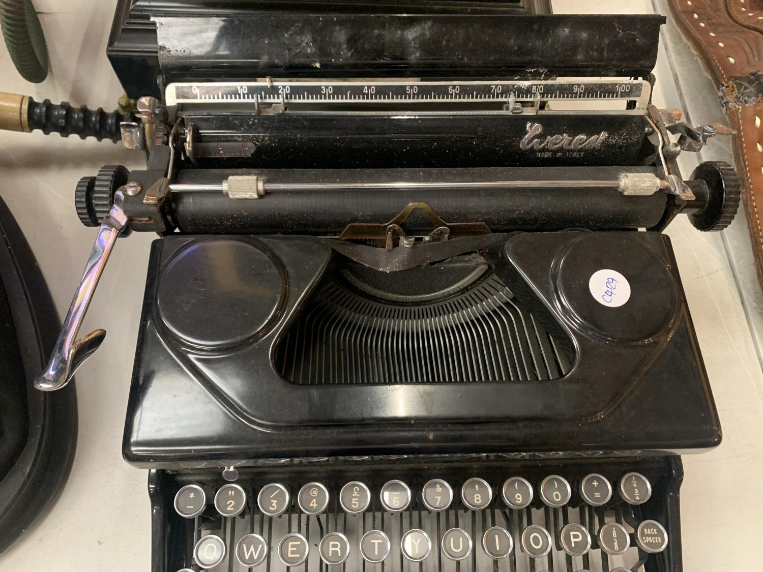 AN 'EVEREST' MADE IN ITALY VINTAGE PORTABLE TYPEWRITER MOD 90 - Image 3 of 3