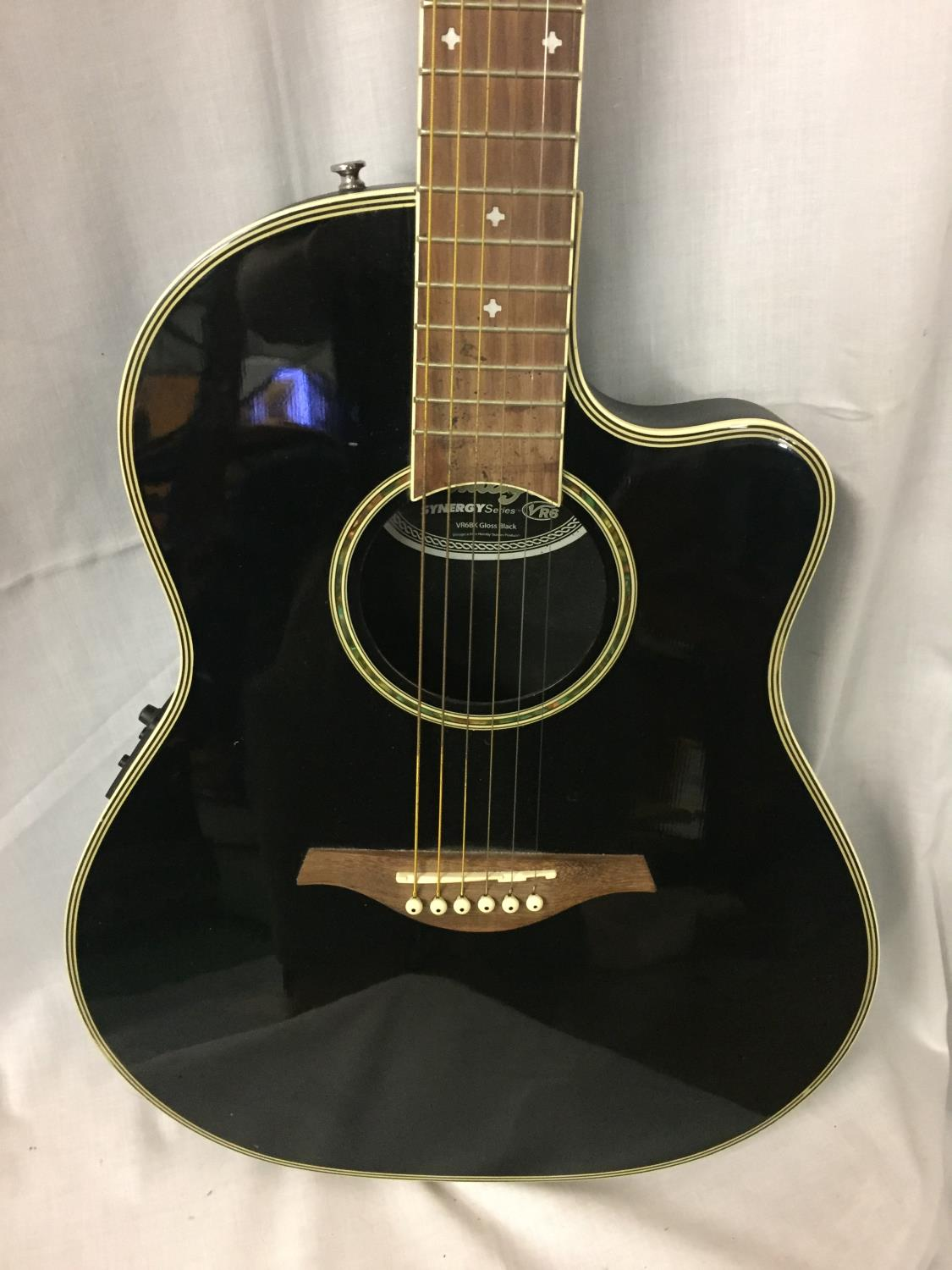 A BLACK VINTAGE SYNERGY SERIES GUITAR - Image 4 of 10