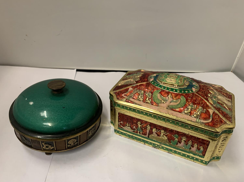 AN ORNATE LIDDED JEWELLERY BOX AND A FURTHER LIDDED TRINKET BOWL