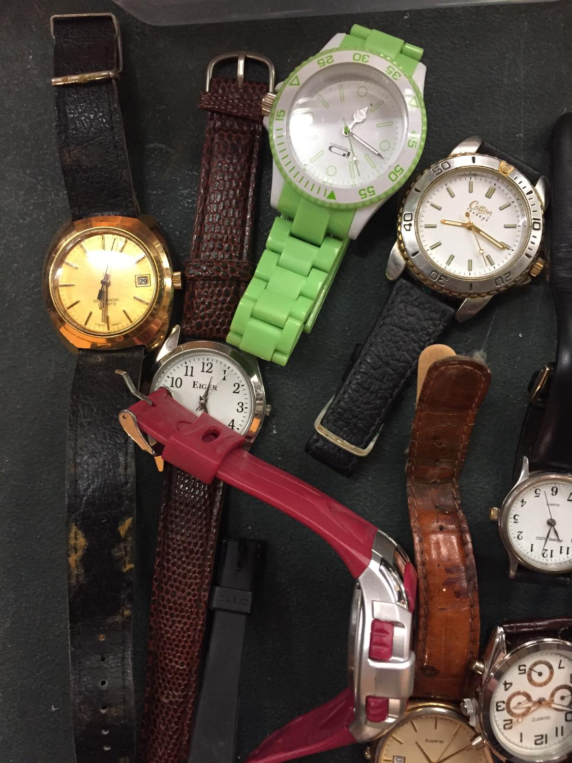 A COLLECTION OF VARIOUS FASHION WATCHES - Image 3 of 3
