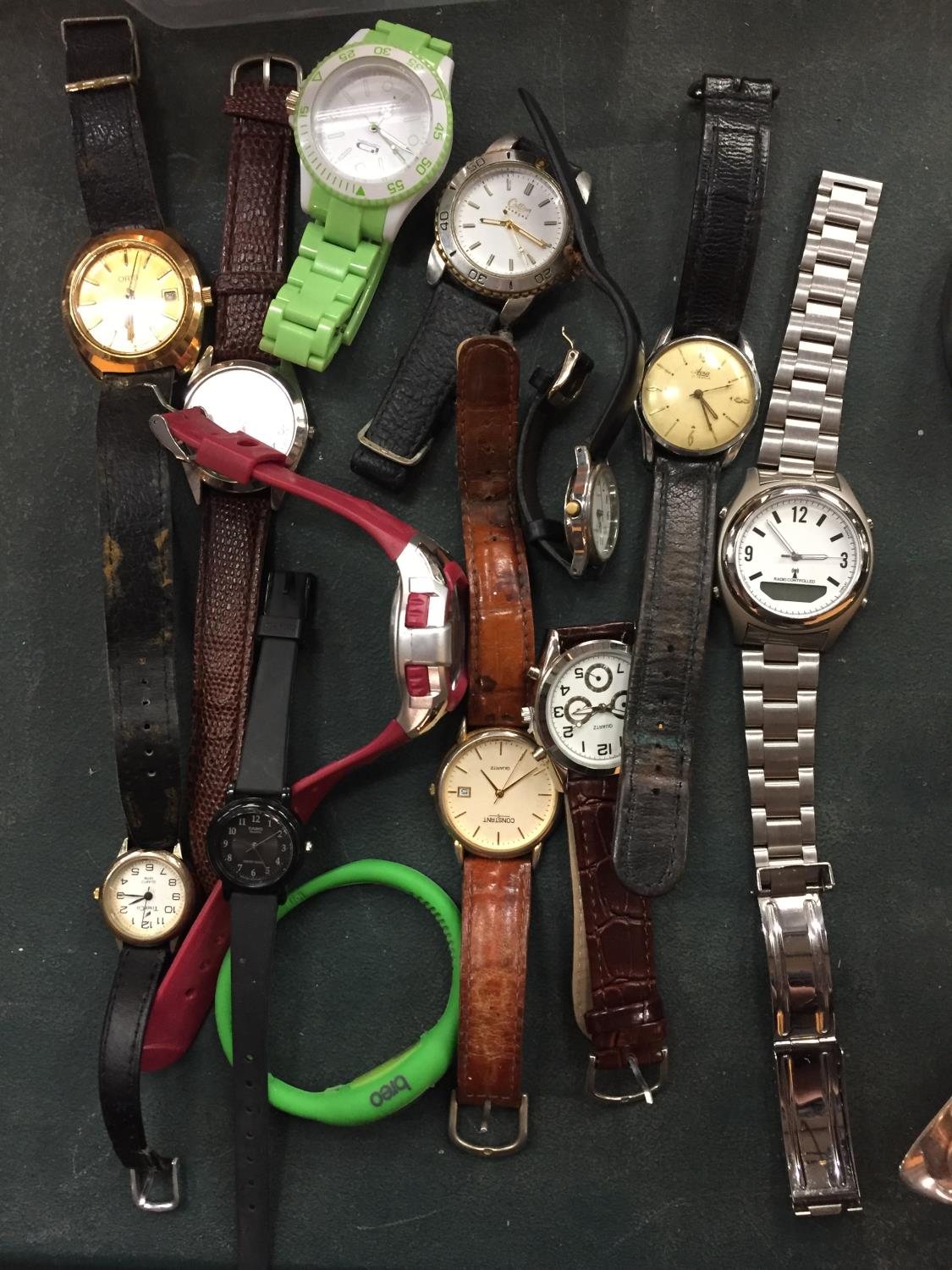 A COLLECTION OF VARIOUS FASHION WATCHES