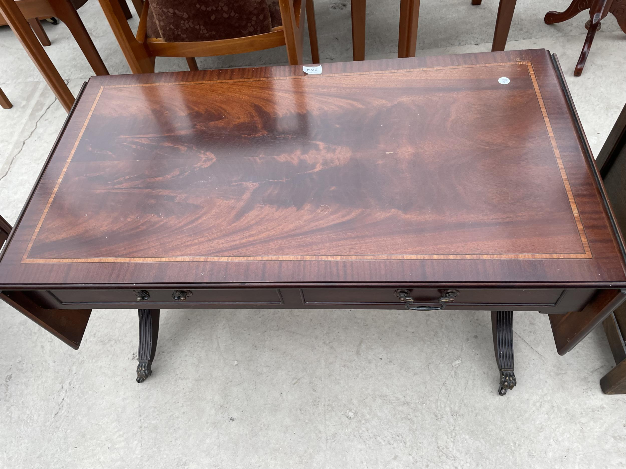 A REPRODUCTION MAHOGANY AND INLAID LOW SOFA STYLE TABLE - Image 2 of 4