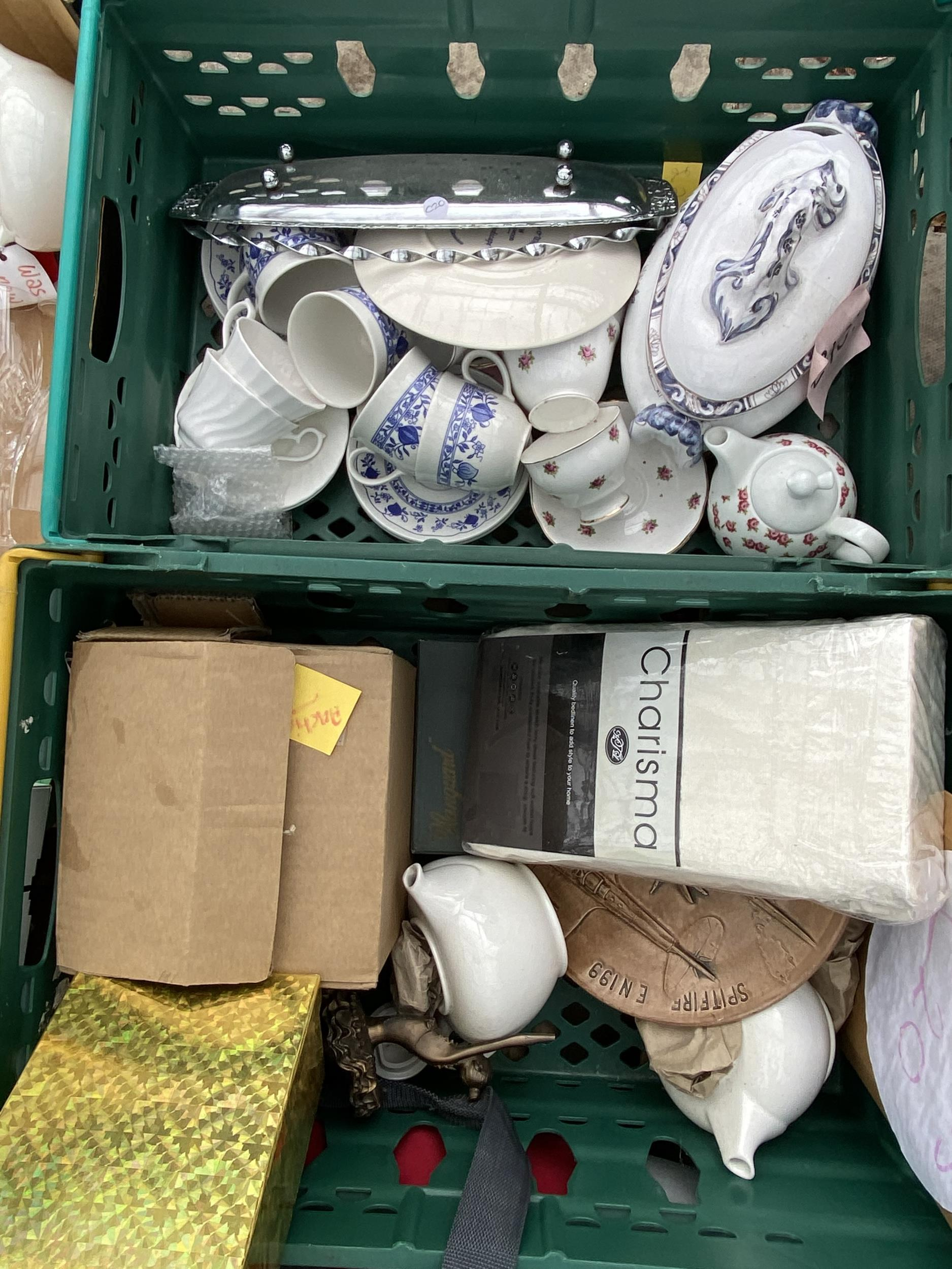 AN ASSORTMENT OF HOUSEHOLD CLEARANCE ITEMS TO INCLUDE ELECTRICALS AND CERAMICS ETC - Image 2 of 2