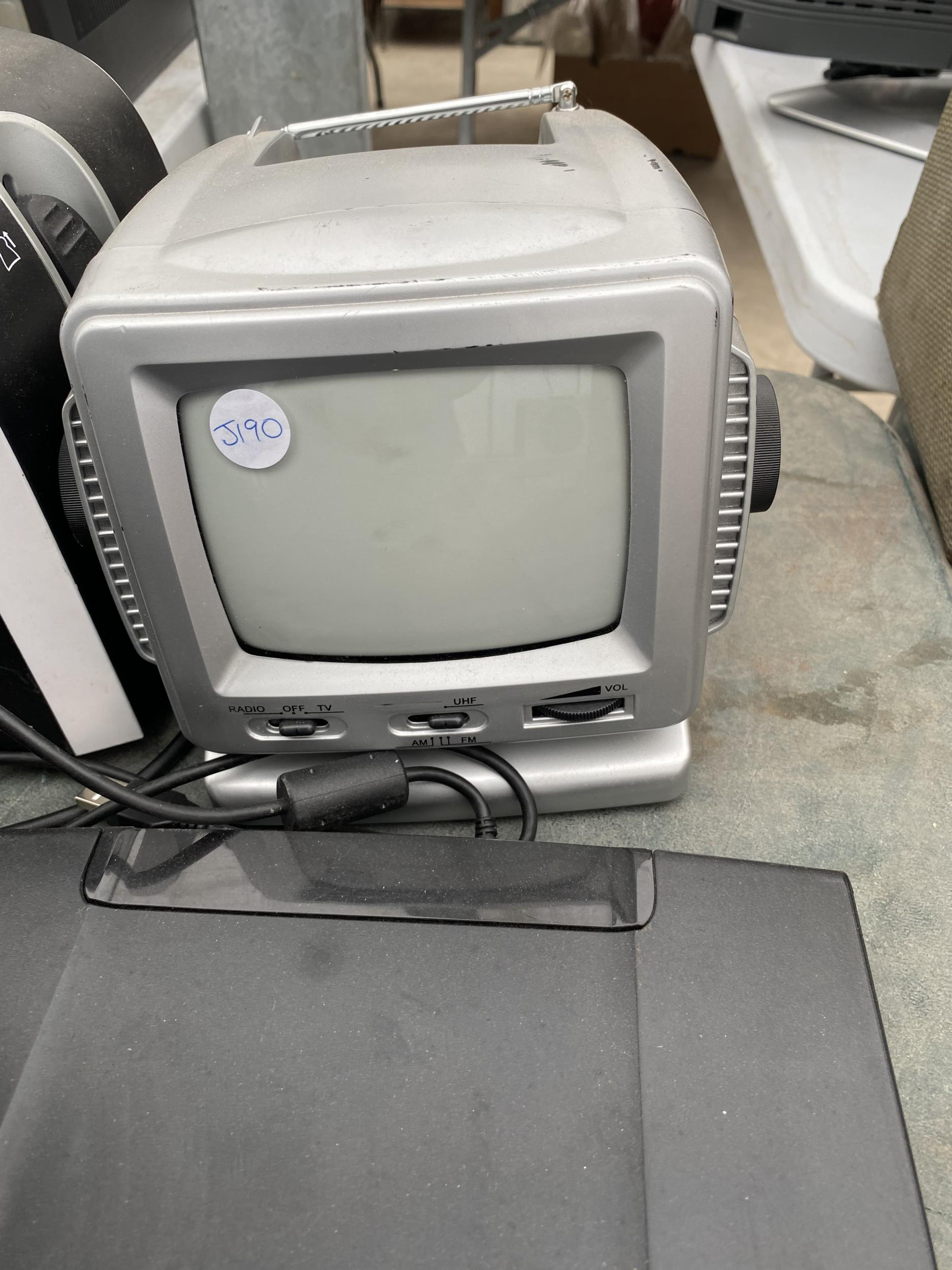 AN ASSORTMENT OF ITEMS TO INCLUDE TOASTERS, A SONY STEREO AND IRONS ETC - Image 2 of 5