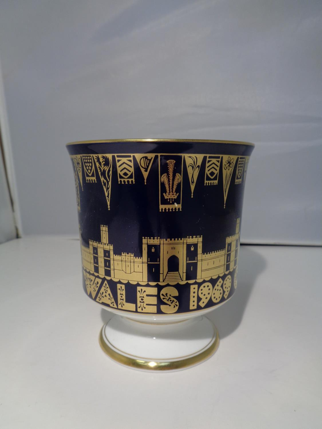 A BOXED COALPORT 'CHARLES PRINCE OF WALES 1969' GOBLET - Image 4 of 10