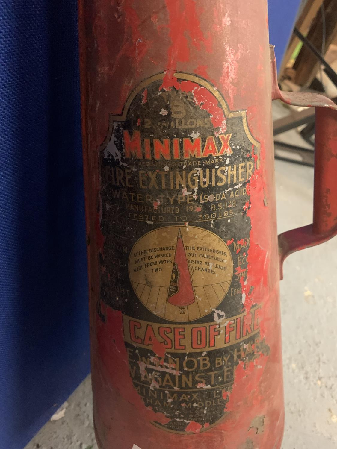 A VINTAGE CONICAL MINIMAX FIRE EXTINGUISHER - Image 2 of 4