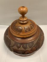 A DECORATIVE CARVED TREEN LIDDED DISH BASE D:21CM