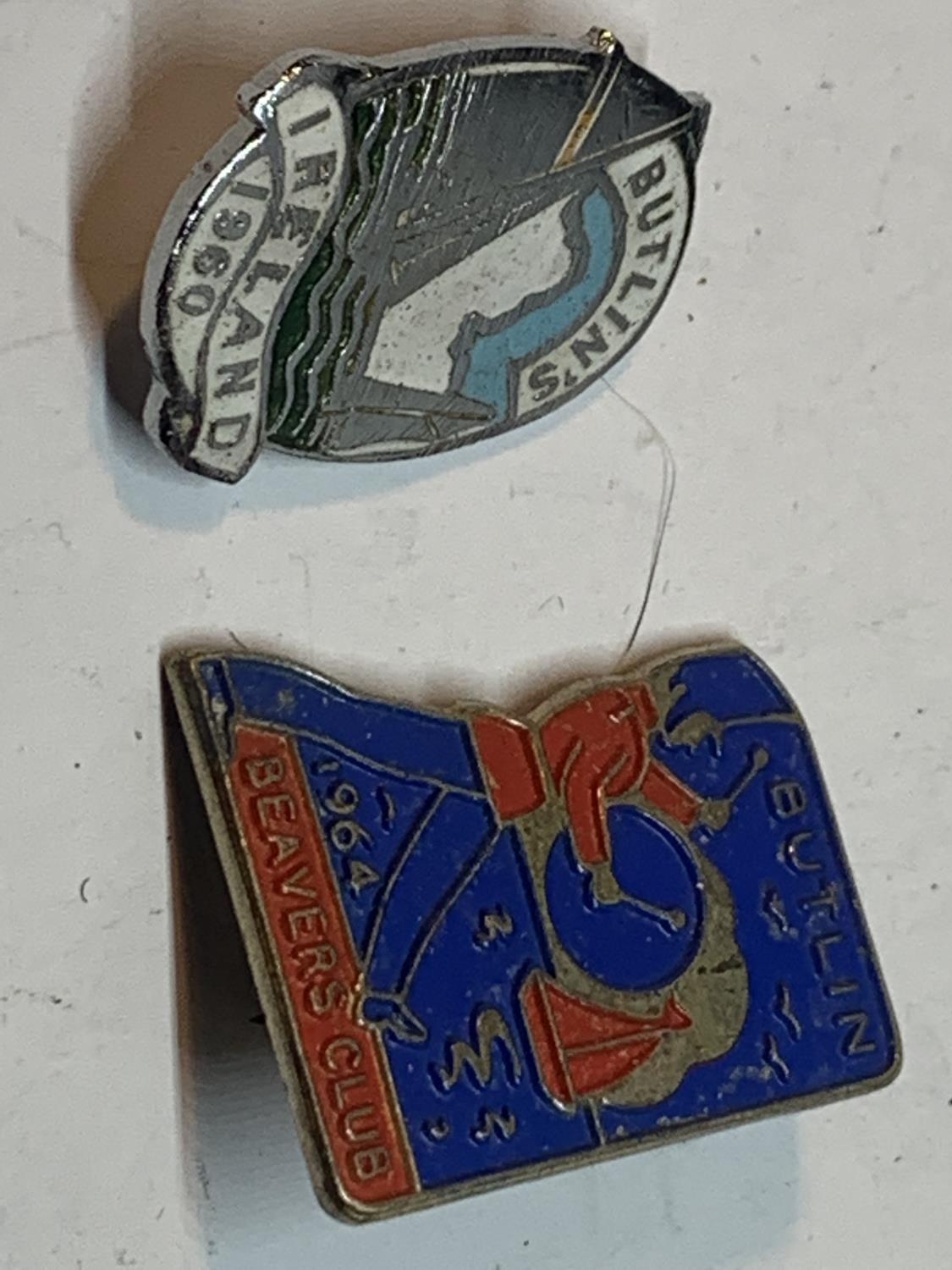TWO RARE BUTLINS BADGES TO INCLUDE AN IRELAND 1960 AND A 1964 BEAVERS CLUB