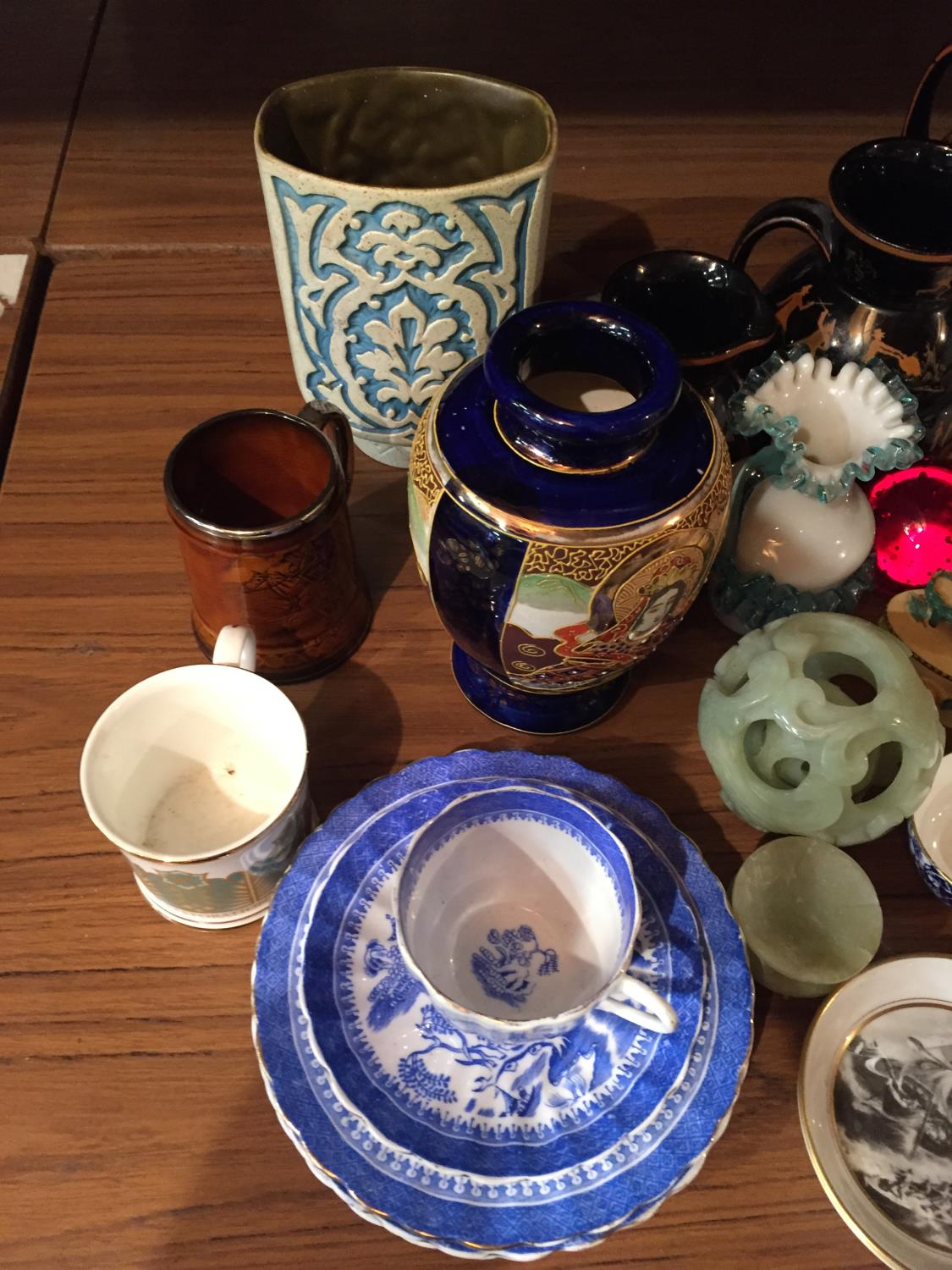 A COLLECTION OF CERAMICS TO INCLUDE BESWICK, WORCESTER PIN TRAYS CIGARETTE CARDS, POSTCARDS ETC - Image 3 of 10