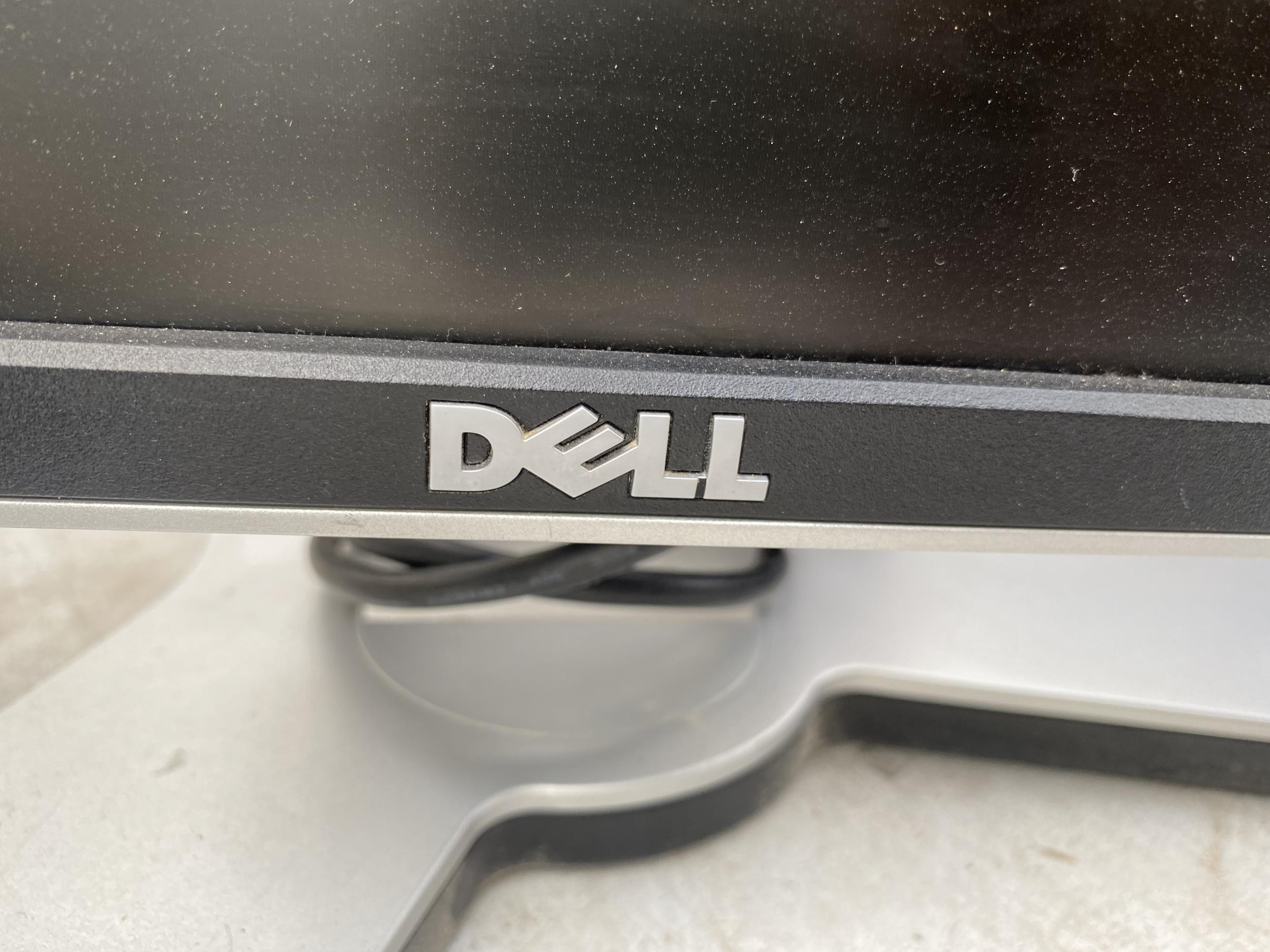 A HP 1702 MONITOR AND A FURTHER DELL MONITOR - Image 2 of 3