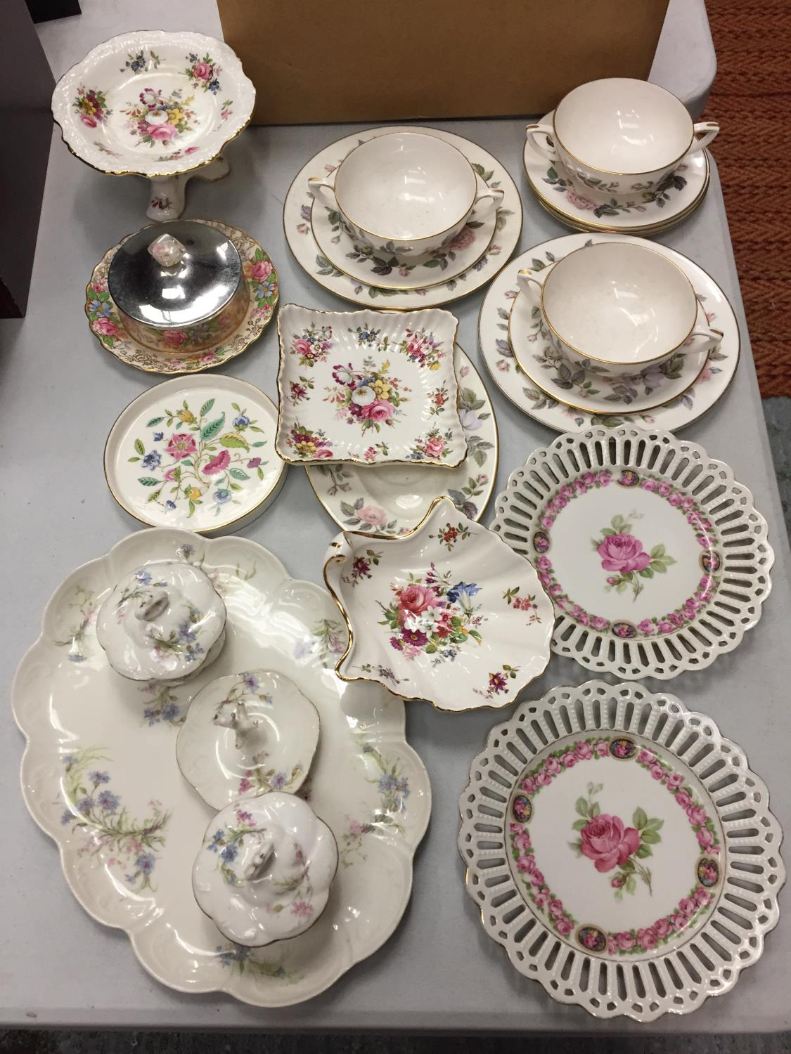 A MIXED COLLECTION TO INCLUDE SPODE AND MINTON TRINKET DISHES , A DRESSING TABLE SET OF FLOWER