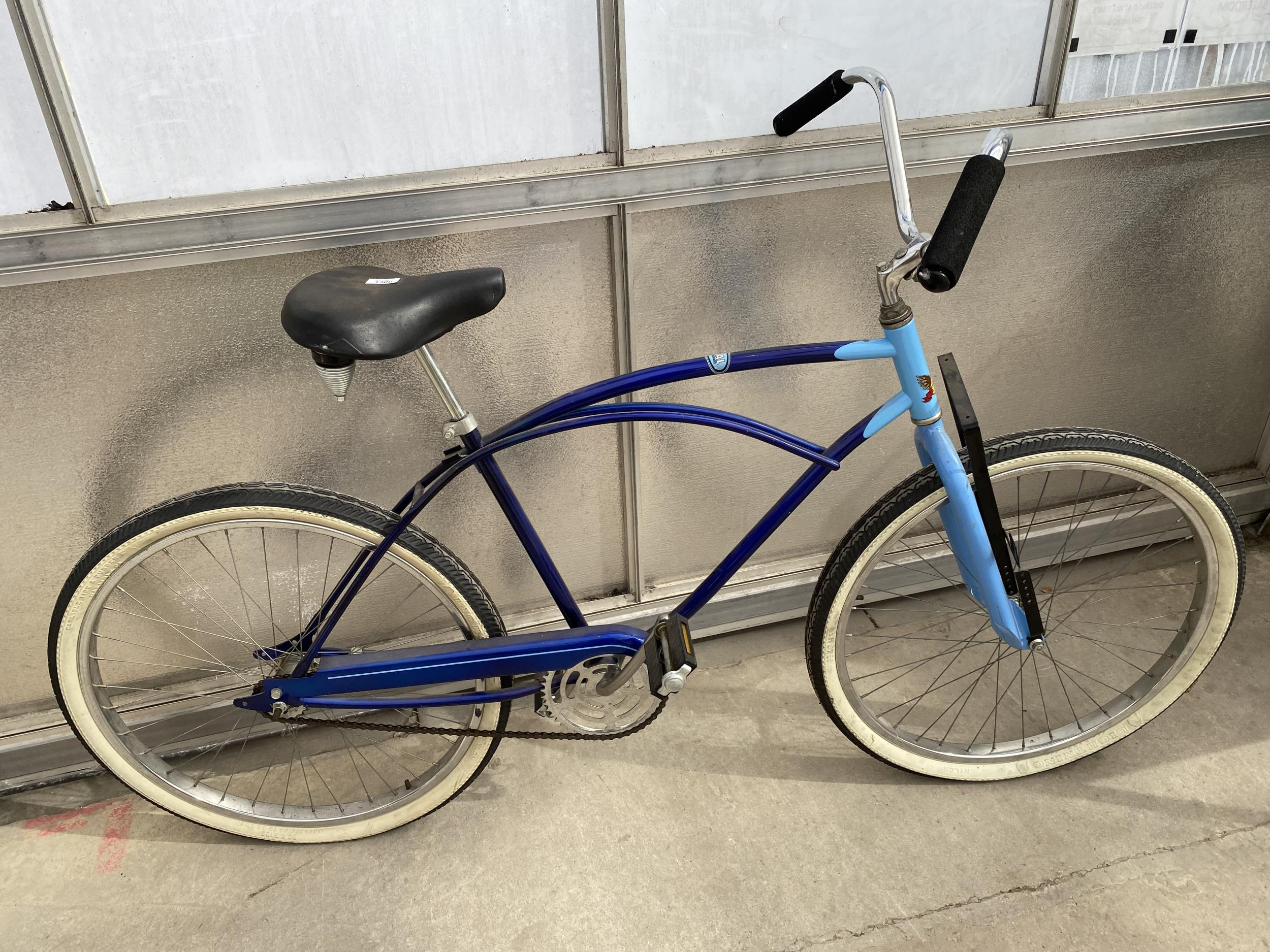 A VINTAGE MURRAY BICYCLE WITH THE SERIAL NUMBER M025022 39 - Image 3 of 5