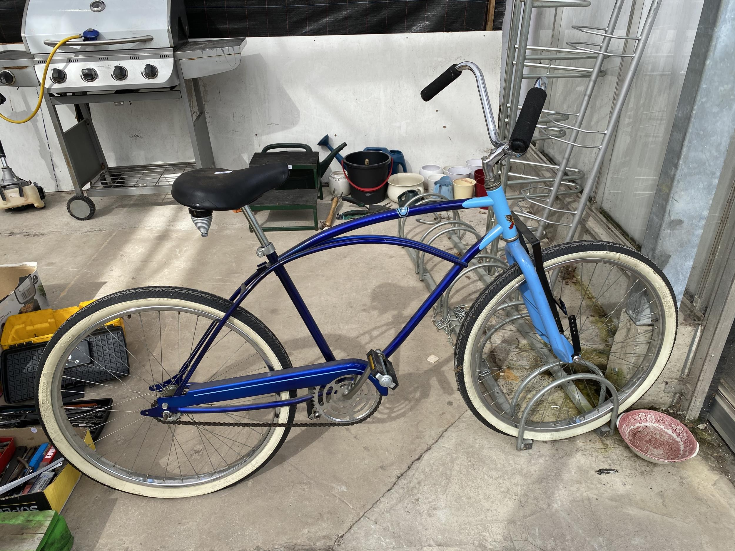 A VINTAGE MURRAY BICYCLE WITH THE SERIAL NUMBER M025022 39