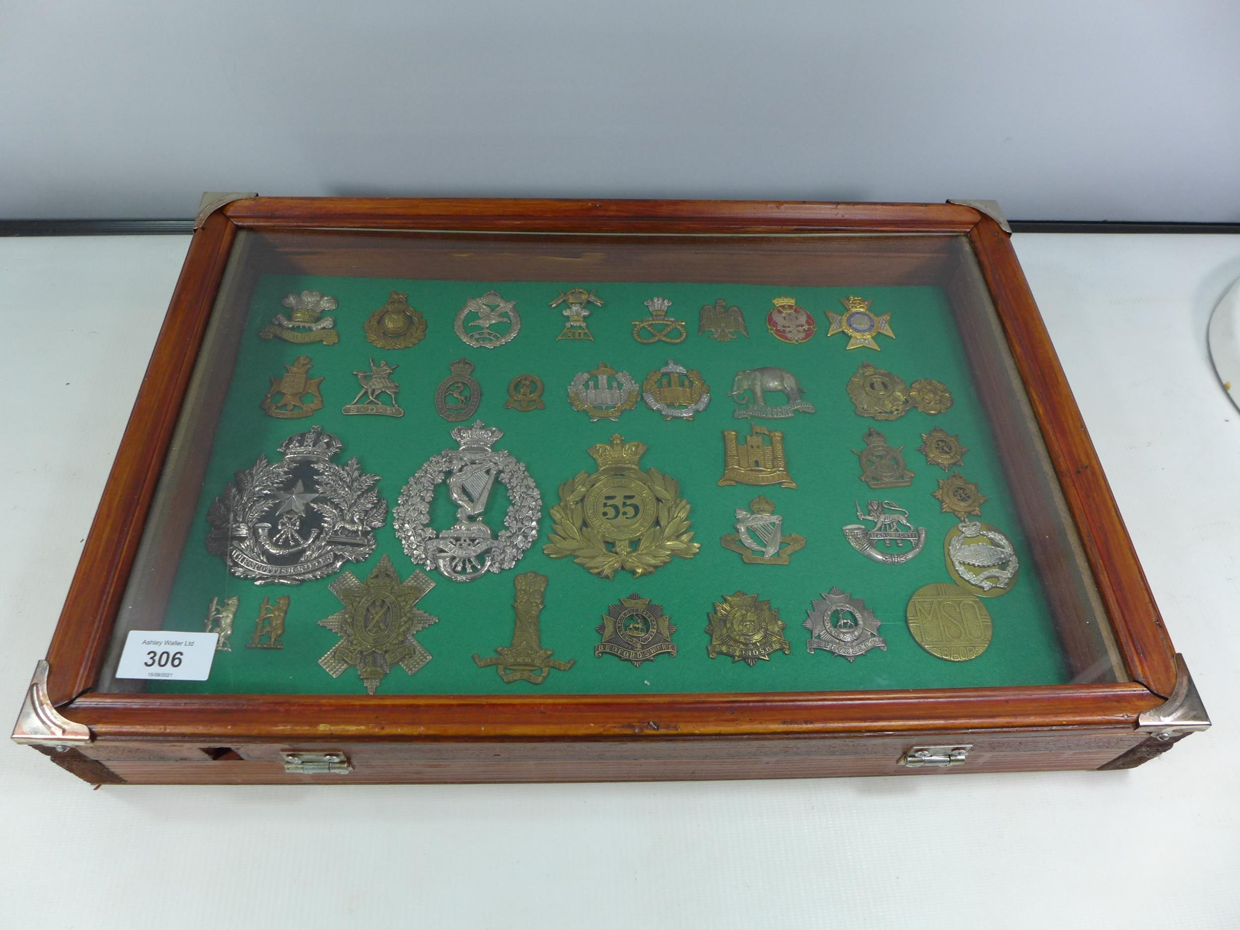 A GLAZED DISPLAY CASE CONTAINING THIRTY FIVE BRITISH MILITARY BADGES, 33CM X 49CM - Image 6 of 6