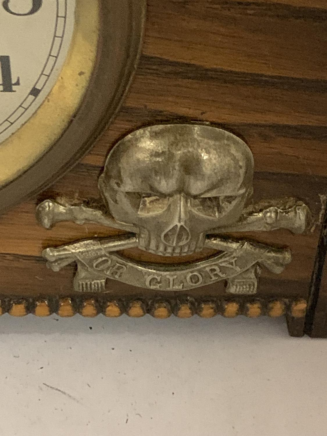 AN EIGHT DAY MANTLE CLOCK DECORATED WITH A DEATH OR GLORY MILTARY BADGE - Image 2 of 3
