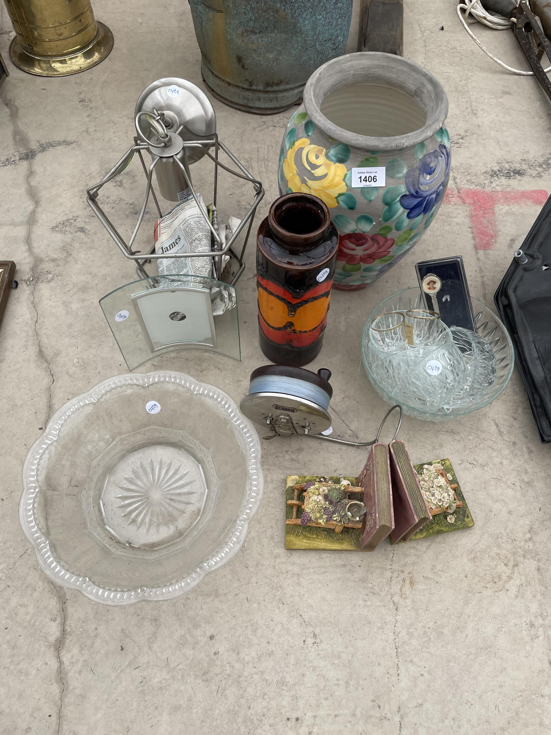 AN ASSORTMENT OF ITEMS TO INCLUDE VASES, BOOK ENDS AND GLASS BOWLS ETC