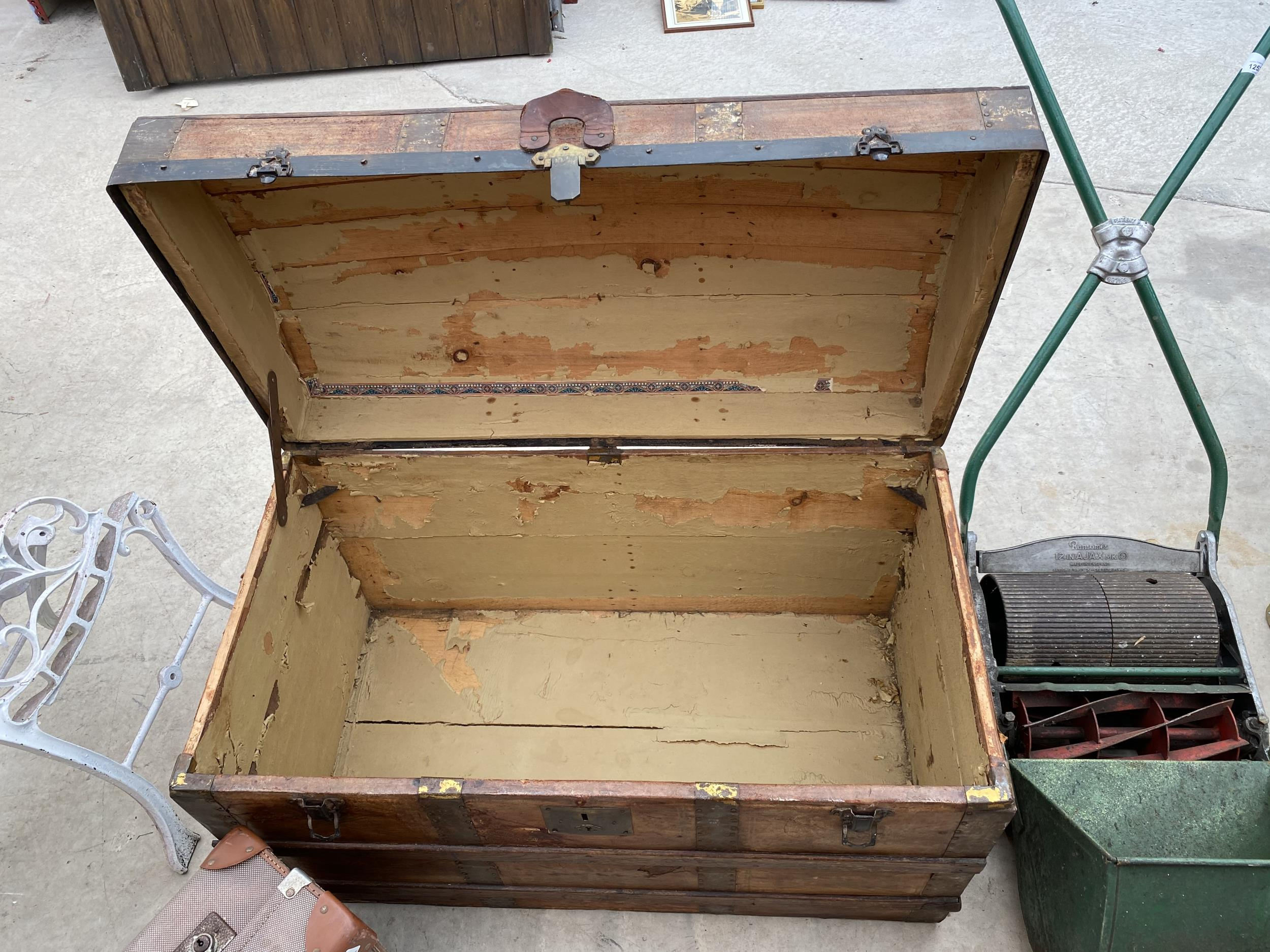 A VINTAGE WOODEN STORAGE CHEST WITH DECORATIVE WOODEN BANDING AND METAL STUD WORK AND A FURTHER - Image 3 of 4