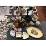 A COLLECTION OF CERAMICS TO INCLUDE A VINTAGE MICKY MOUSE COIN SAVER