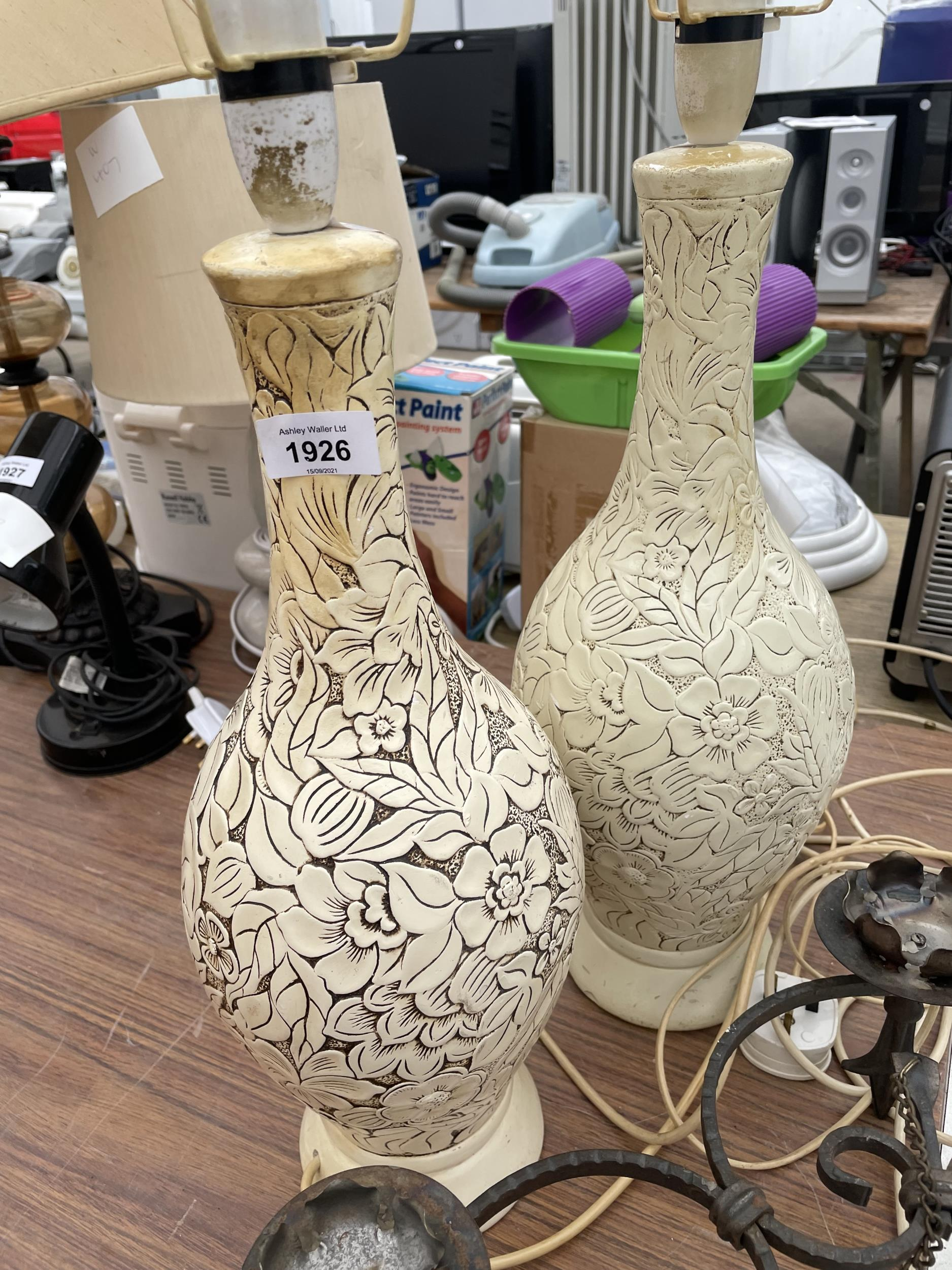 TWO DECORATIVE TABLE LAMPS AND A HANGING CANDLE HOLDER - Image 2 of 3